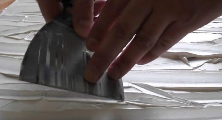 Если соединить шпаклёвку + пластиковую ложку, то получится интересный декор