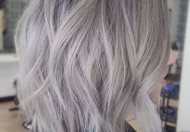 стильные идеи причёсок для седых волос