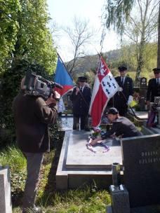 U hrobu pana Jánského