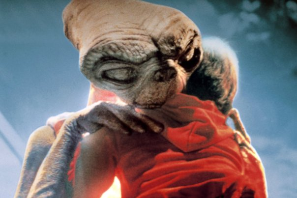 et-elliot-hug-in-grand-rapids-pops-e-t-the-extra-terrestrial-nov-4-6-2016