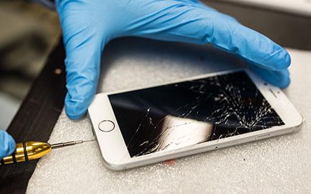 I riparatori potranno accedere alle componenti originali di iPhone