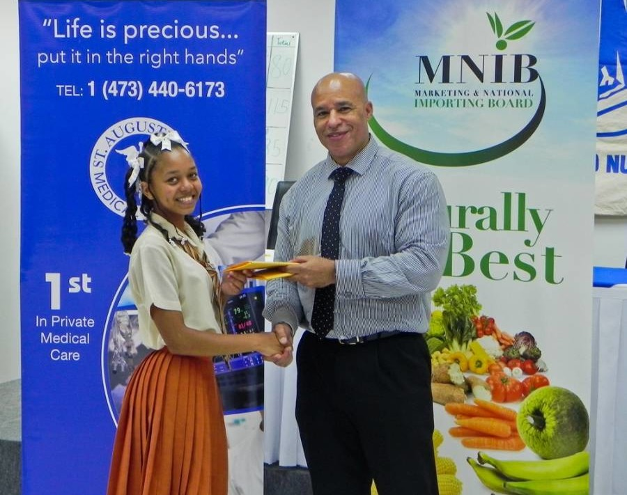 Dr Amechi Presents Prize to Student of Grenville Secondary School