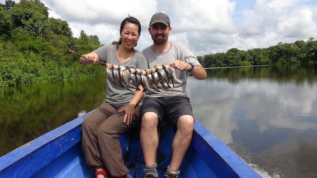 A la pêche aux piranhas, en Amazonie