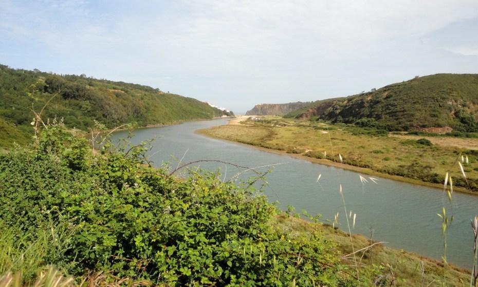 Odeceixe est l'endroit où la Seixe se jette dans l'océan