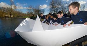 #Curiosidades ¡Gigantesco barco de papel navega en un lago!