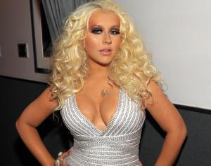 #NowNews : Sitio Web afirma que Christina Aguilera esta operada