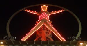 "#NowNews: Adrián Rodriguez destaca en el festival ""Burning Man"" 2017."