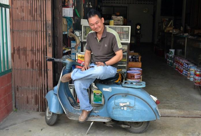 chiang mai vieillard moto scooter noworries