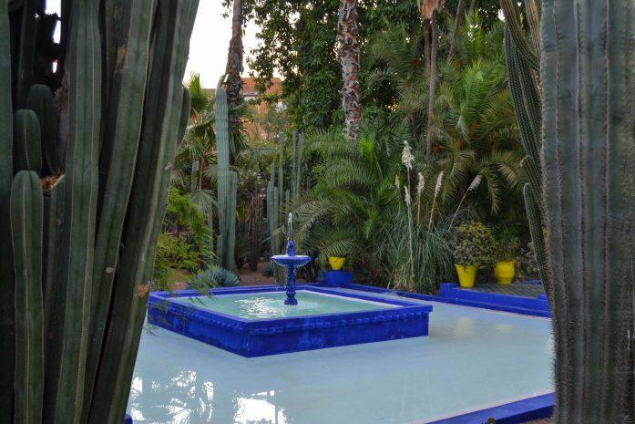 fontaine-jardin-marjorelle-bleu-visite-maroc-noworries