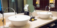 Hotel Arts Barcelona: Deluxe bathroom at the Hotel Arts - beyond luxurious compared to other hotels