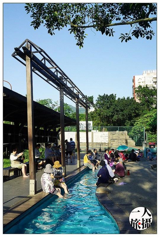 台北北投、溫泉景點|舒服的午後「泉源公園溫泉泡腳池」.無料