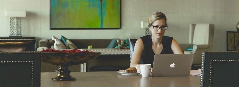 woman on computer 800