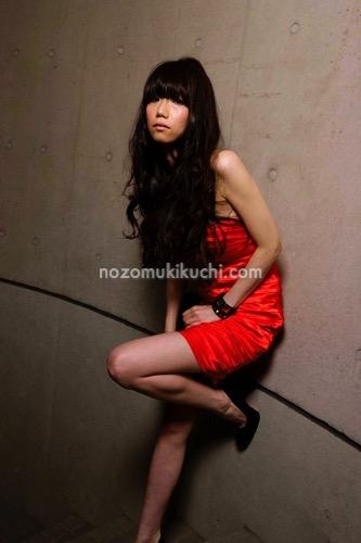 黒髪脱力ロングのパーマヘア2