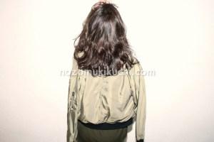 秋冬にオススメな黒髪パーマのミディアムヘア4