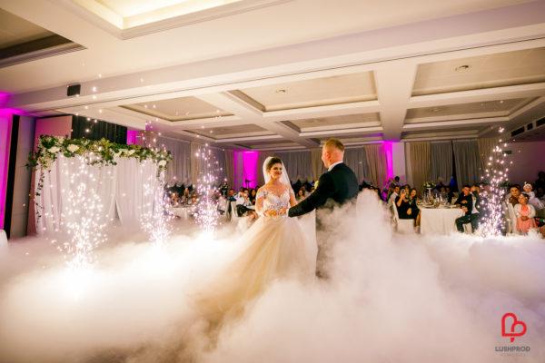 fuochi d'artificio matrimonio e fumo pesante primo ballo sposi