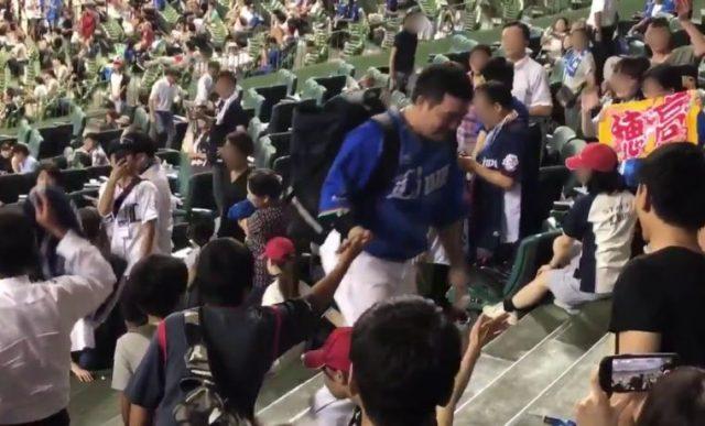 【悲報】西武ファン、選手のタオルを「強奪」球団が注意喚起(動画)