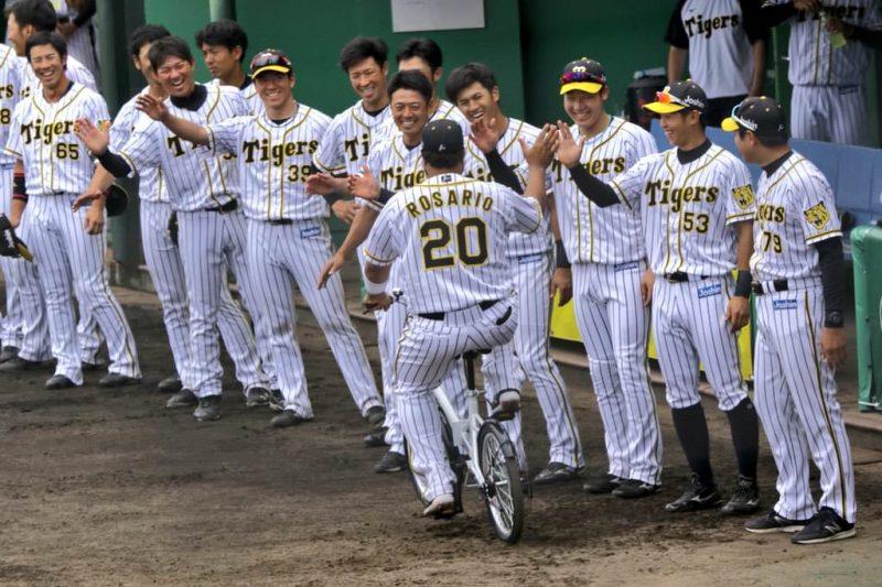 【朗報】阪神・ロサリオ残留熱望!笑顔で帰国