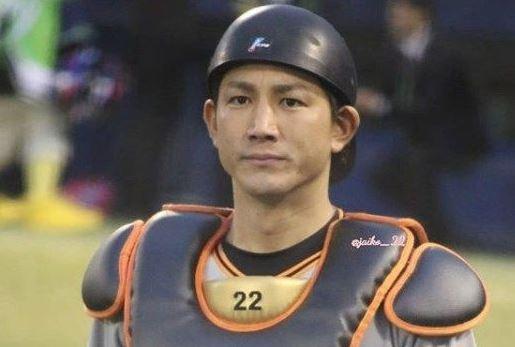 【悲報】小林誠司さん、甲斐拓也と同スペックなのに引くほど叩かれる…