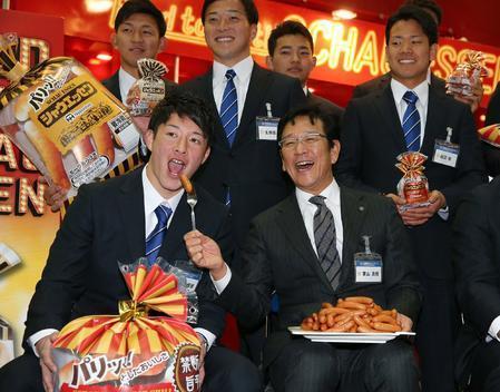 【定期】ニッポンハムのイベントで吉田輝星に「シャウエッセン」を食べさせる日本ハム栗山監督