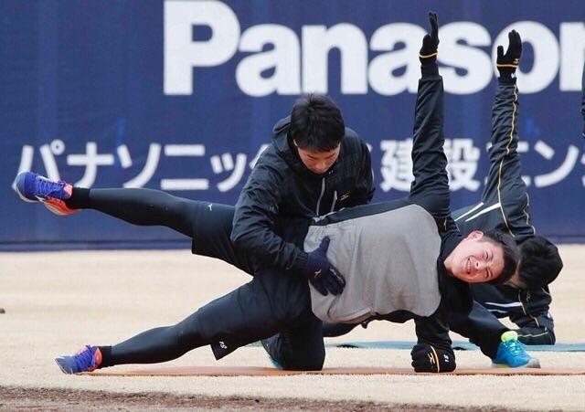 【朗報】日ハム吉田輝星さん、同期の体を見て刺激「万波のケツはすごい」