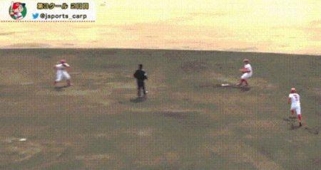 【GIF】広島・ドラ1小園の守備wwwwwwwww