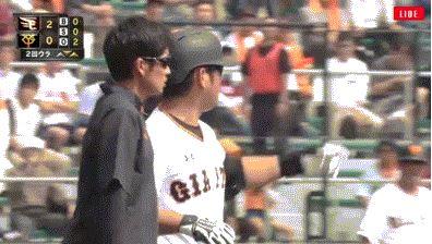 【悲報】巨人・中島さんオープン戦でオラつく・・・