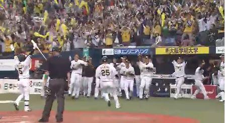 【GIF】阪神タイガース、サヨナラ暴投で開幕戦サヨナラ勝ち