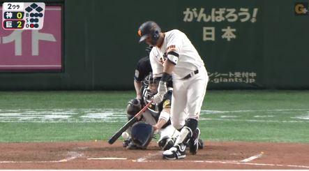 【GIF】巨人ビヤヌエバ、ファールをアピるも空振りと判定される