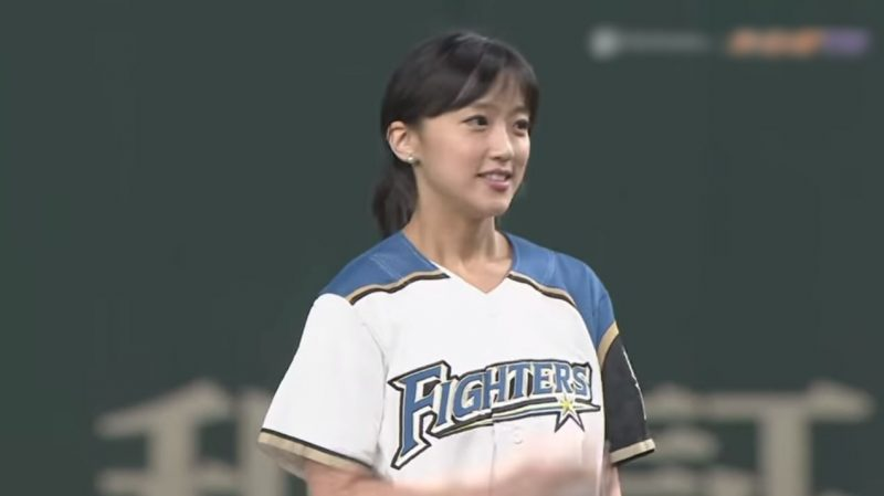 【動画】竹内由恵アナ(33)の熱盛始球式wwwwwwww