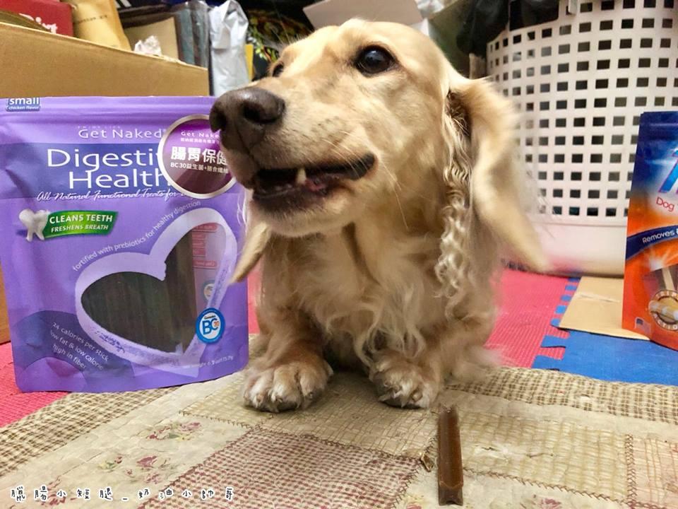 健納緹是十字型設計,能清潔到狗狗在刷牙時,可能會忽略的牙縫部分