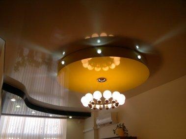 Желтый потолок