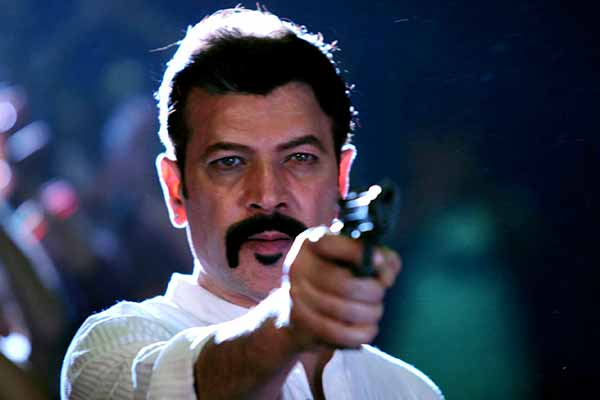 Aditya Pancholi playing gangster in Munnawar Bhagat's Hindi film Lakhon Hain Yahan Dilwale
