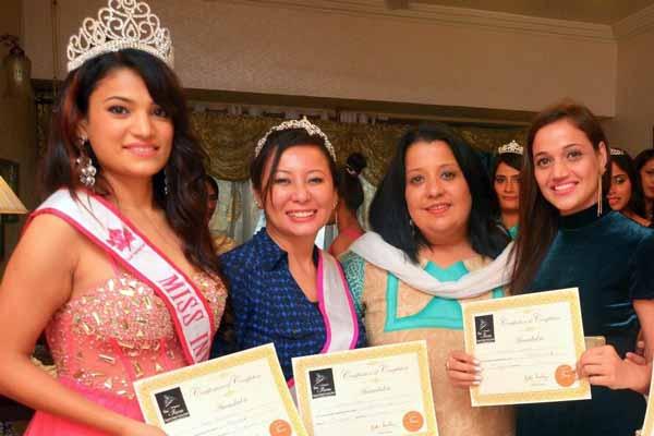 Exquisite Queens 2015 visits Pune Exclusively to take Guidance & Blessings from their Mentor - Ritika Ramtri