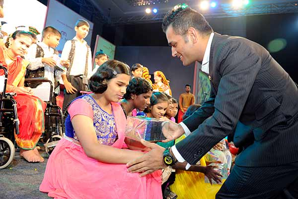 MS Dhoni bats for cause of underprivileged persons