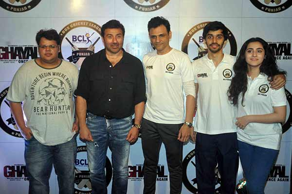 Ghayal Once Again Team: Sunny Deol plays cricket with Team BCL Punjab