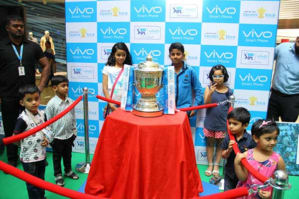 Vivo IPL Trophy Tour makes a successful debut in Pune