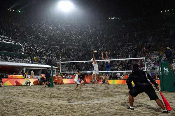 Rio 2016: Beach volleyball gold for Brazil's world champs