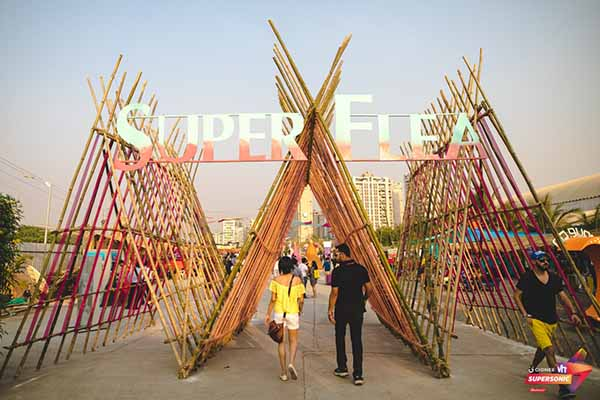 Couples spend their weekend ahead of Valentine's Day at Vh1 Supersonic 2017!