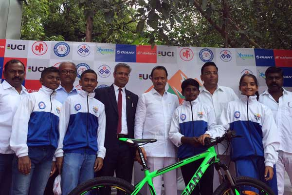 Giant Starkenn Felicitates Winning Members Of Maharashtra Cycling Team With Giant Bicycles For Tremendous Performance in 14th MTB National Championship, 2017