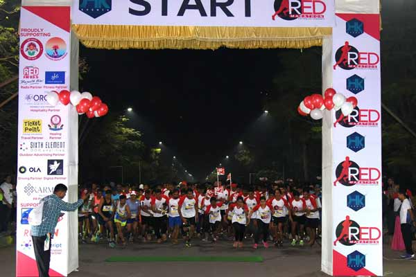 The Flying Sikh of India-  Sir Milkha Singh sets foot in Pune for the Red Marathon.