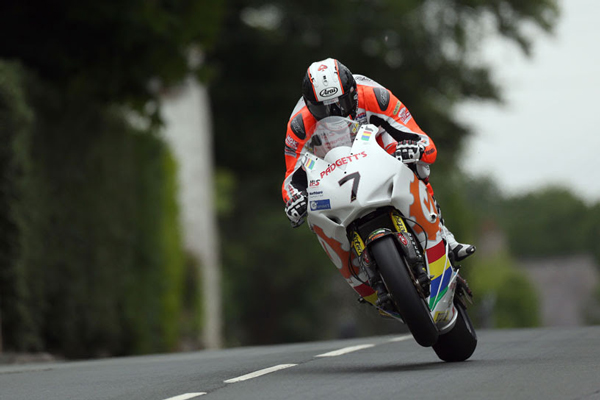 OUTRIGHT LAP RECORD HOLDER MICHAEL DUNLOP HEADS UP STELLAR LINE UP FOR 2018 SUPERBIKE RACES AT TT 2018