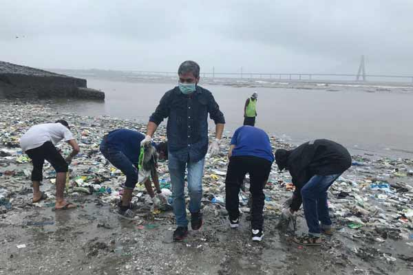United Way Mumbai and Coca-Cola India join hands to organize Beach Clean-up Drives under 'Clean Shores Mumbai' Initiative