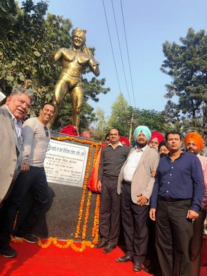Dara Singh's huge statue unveiled on his 90th birthday