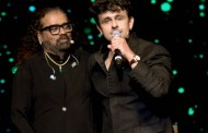 Sonu Nigam and Hariharan performed live for Fund Raiser show for Kerala flood affected Victims With Saurabh Daftary.