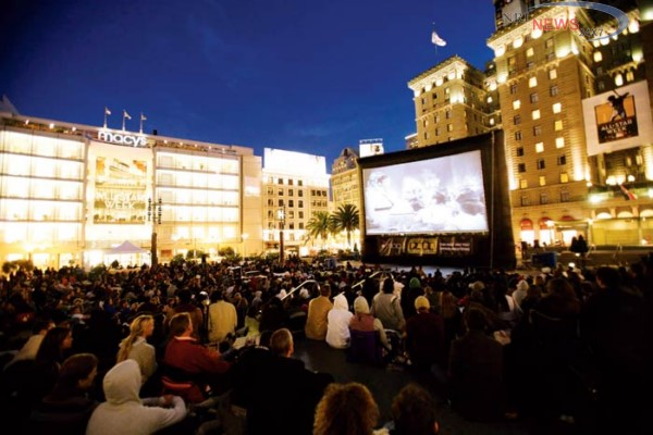 Enjoy The Open Air Cinema At Amanora Mall Pune