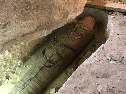 DISCOVERY MAKES HISTORY BY FINDING AN EXQUISITELY-PRESERVED 2,500-YEAR-OLD HIGH PRIEST MUMMY INSIDE AN ANCIENT EGYPTIAN SARCOPHAGUS OPENED LIVE