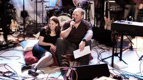 Steinar Sagen og Marit Larsen i duett under JuleSessions (Foto: Kim Erlandsen, NRK)