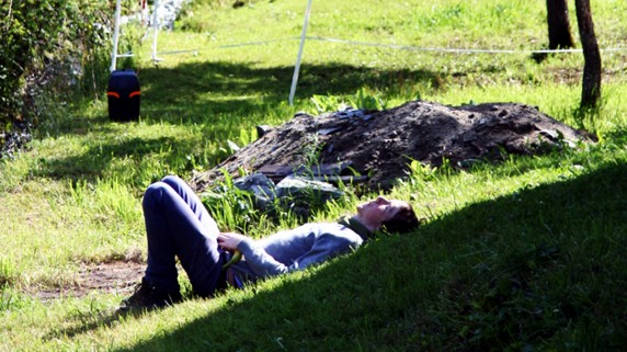 Captain Credible slapper av i gresset på årets Kulturgyting (Foto: Mari Garås Monsson, NRK P3)