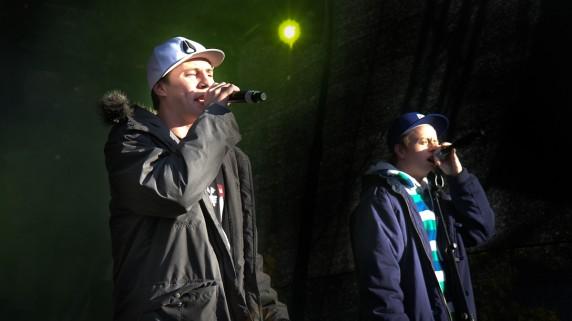 Jaa9  og OnklP fra konserten på Youngstorget (Foto: Mattis Folkestad, NRK P3)