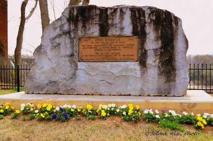 1932: A boulder to commemorate a meeting in 1714 between Bienville, the governor of the Province, and the Alibamo Indians, which occurred on the high bluff overlooking the present day Selma.